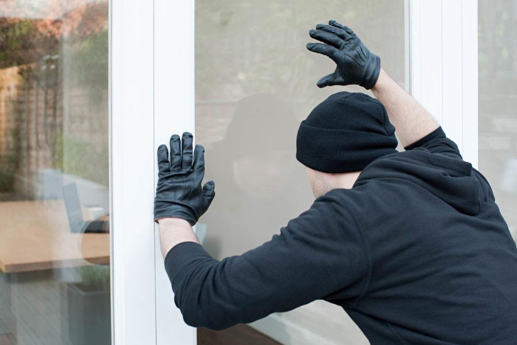 burglar-breaking-into-vacant-rental-home