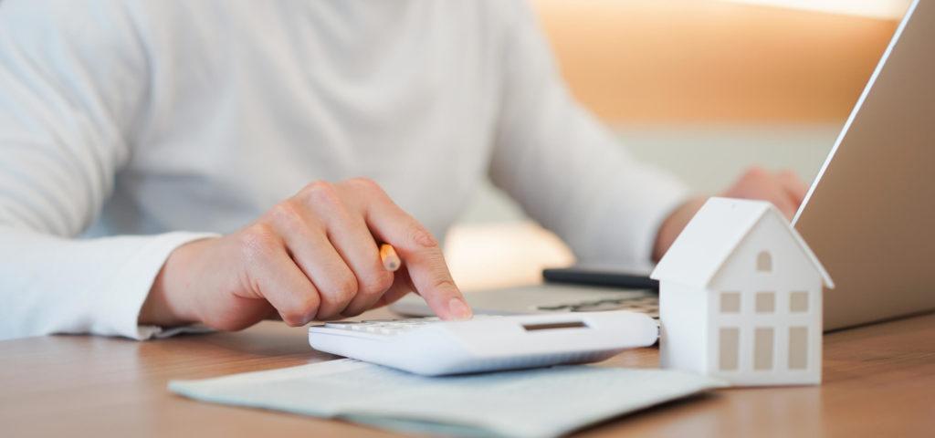 phoenix-income-property-investor-calculating-finances